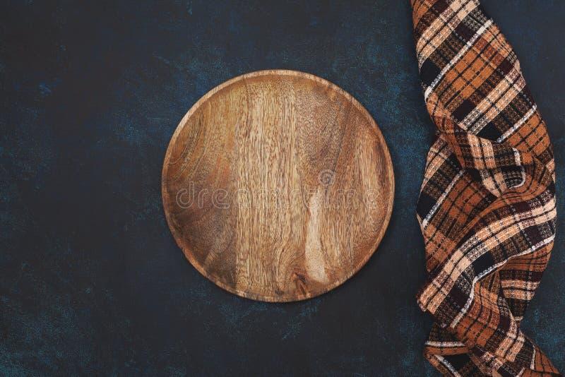 Pusty drewniany talerz obrazy royalty free