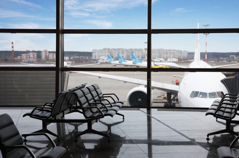 Pusty holu teren lotniskowy śmiertelnie zdjęcia stock