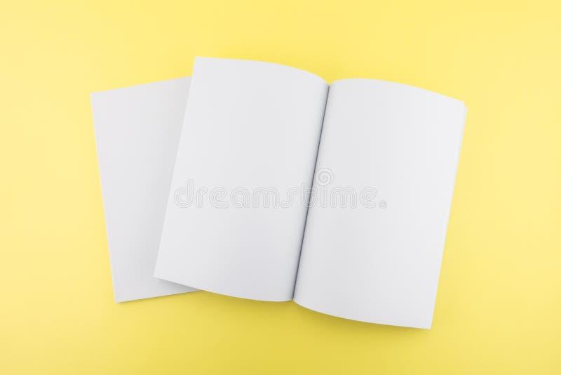 Pusty katalog, magazyn, książkowy szablon z miękkimi cieniami przygotowywający zdjęcia stock