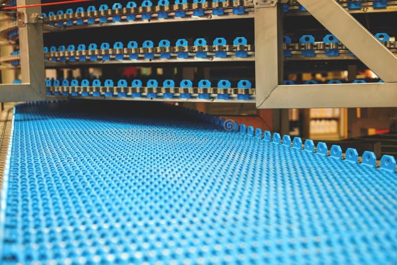 Pusty konwejeru pasek dla chlebowej fabryki obrazy royalty free