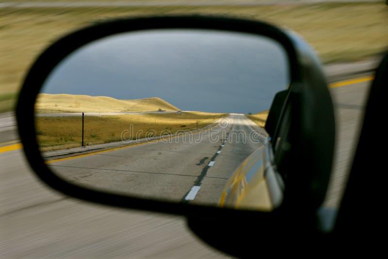 pusty kraju drogowy lustrze widok boczny zdjęcia stock