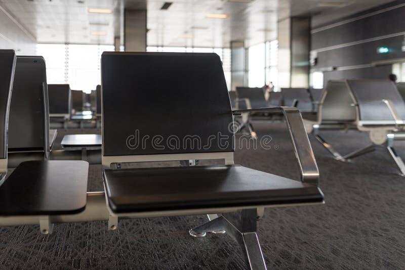 Pusty lotniskowego terminal czekania teren z krzesłami samochodowej miasta pojęcia Dublin mapy mała podróż obraz royalty free