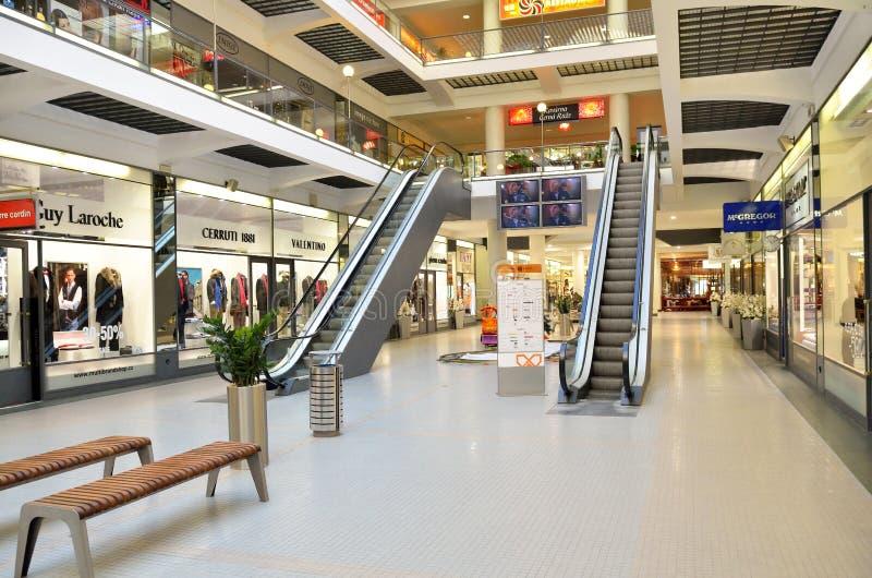 Pusty luksusowy centrum handlowego wnętrze w Praga mieście obraz royalty free