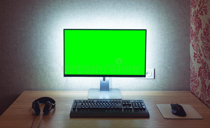 Pusty monitor z myszą i klawiaturą zdjęcia royalty free