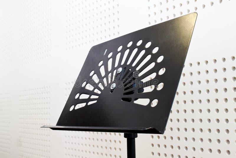 pusty muzyczny izbowy dźwiękoszczelny stojak zdjęcia stock