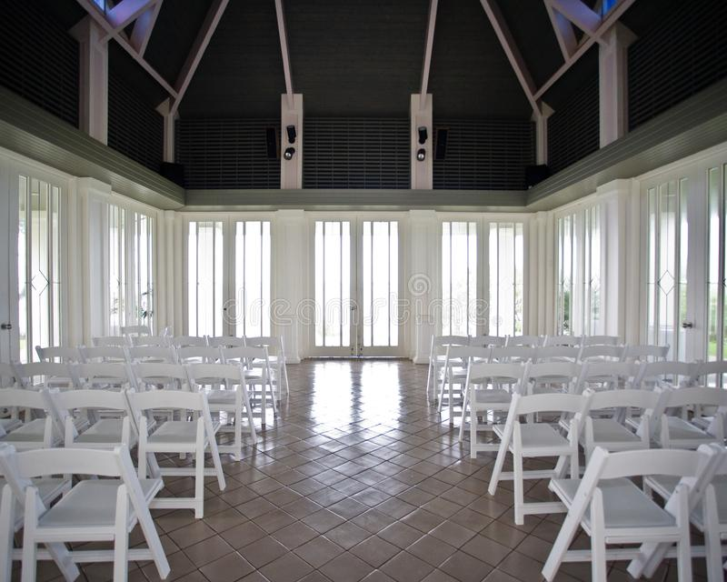Pusty naturalnie zaświecający pokój przed ślubną ceremonią fotografia stock