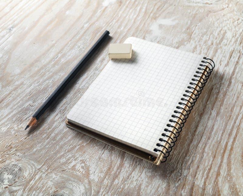 Pusty notepaper z ołówkiem obraz royalty free