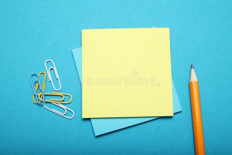 Pusty papier notatki puste miejsce, biznesowa klamerka Komunikacyjny ewidencyjny tło obraz royalty free