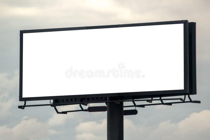 Pusty Plenerowy Advertsing billboard Przeciw Chmurnemu niebu zdjęcia royalty free