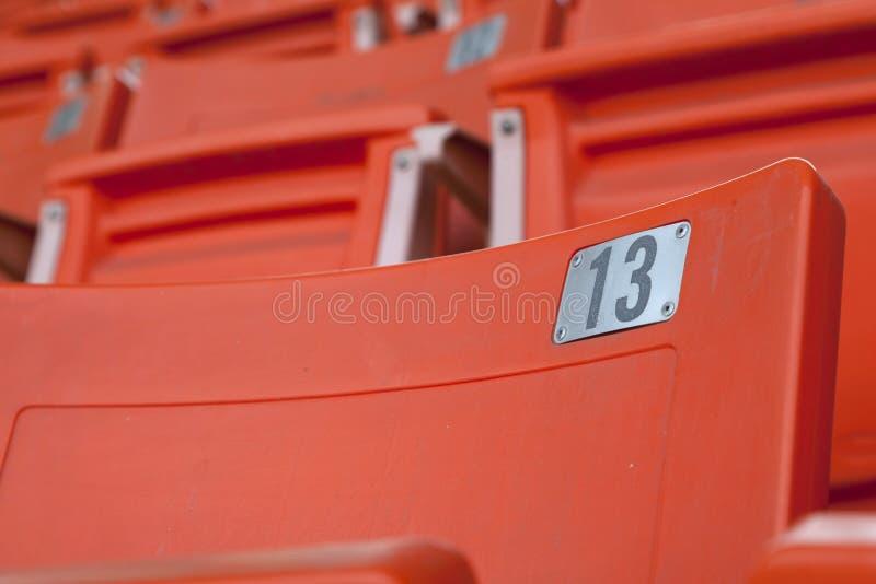 Pusty pomarańczowy stadium siedzenie zdjęcia royalty free