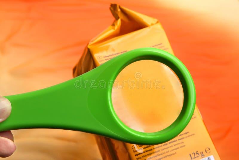 Pusty powiększać - szkło na karmowych additives etykietce z kopii przestrzenią dla twój teksta zdjęcie royalty free