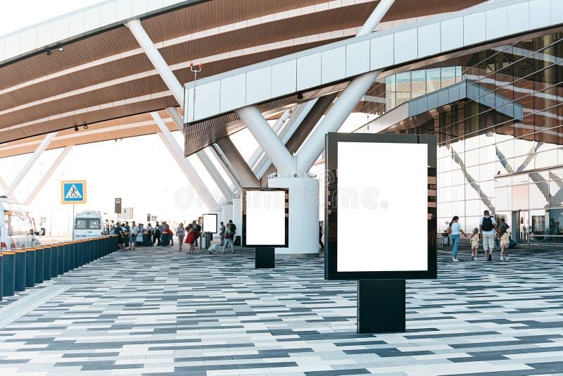 Pusty reklamowy billboard w lotnisku zdjęcie stock