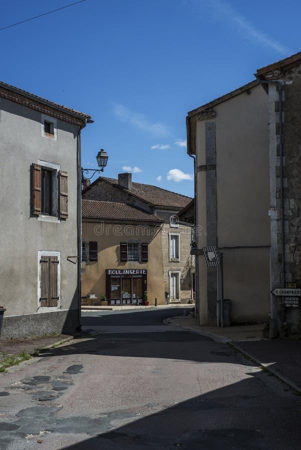 Pusty skrzyżowanie w Francuskiej wiosce fotografia stock