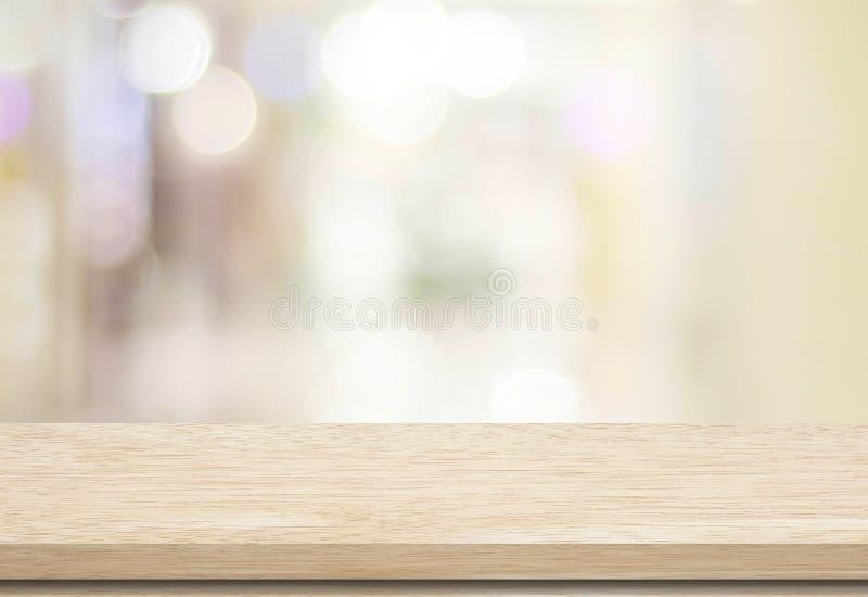 Pusty stół i zamazujący sklepu bokeh tło fotografia stock