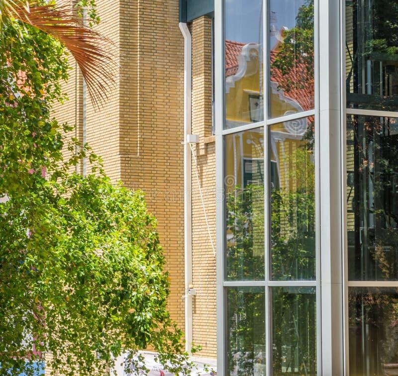 Pusty Stary budynek biurowy - Punda Curacao widoki zdjęcia stock