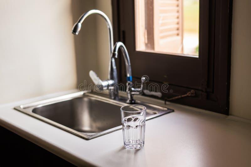 Pusty szkło dla wody, soku lub mleka, obrazy royalty free