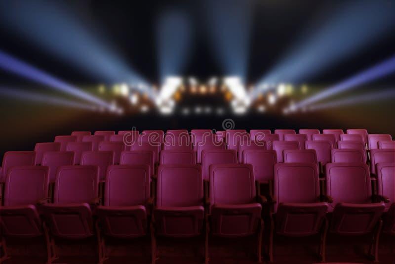Pusty teatru audytorium, kino z czerwonymi siedzeniami lub obraz stock