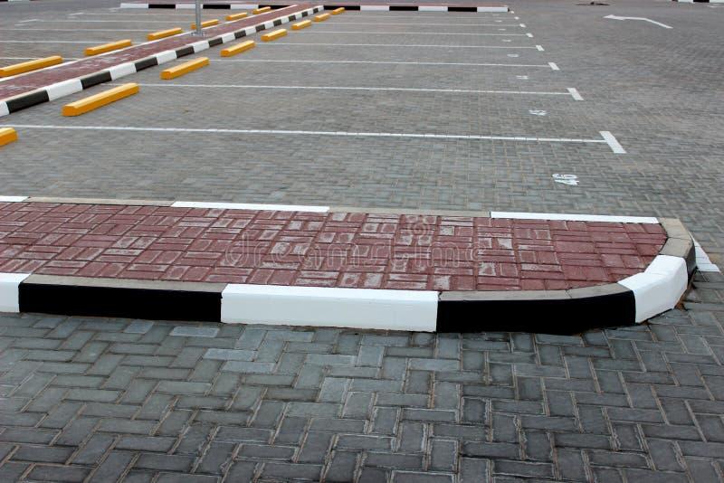 Download Pusty terenu parking obraz stock. Obraz złożonej z city - 57667451