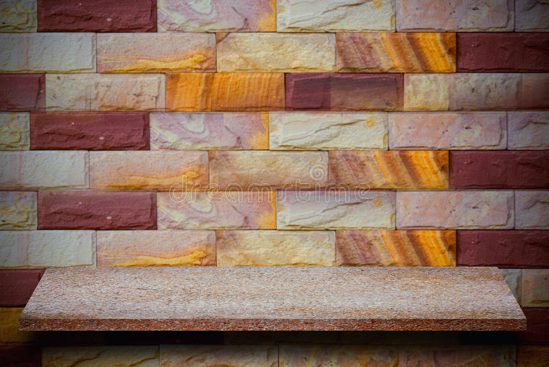 Pusty wierzchołek naturalne kamień półki i kamiennej ściany tło obraz royalty free