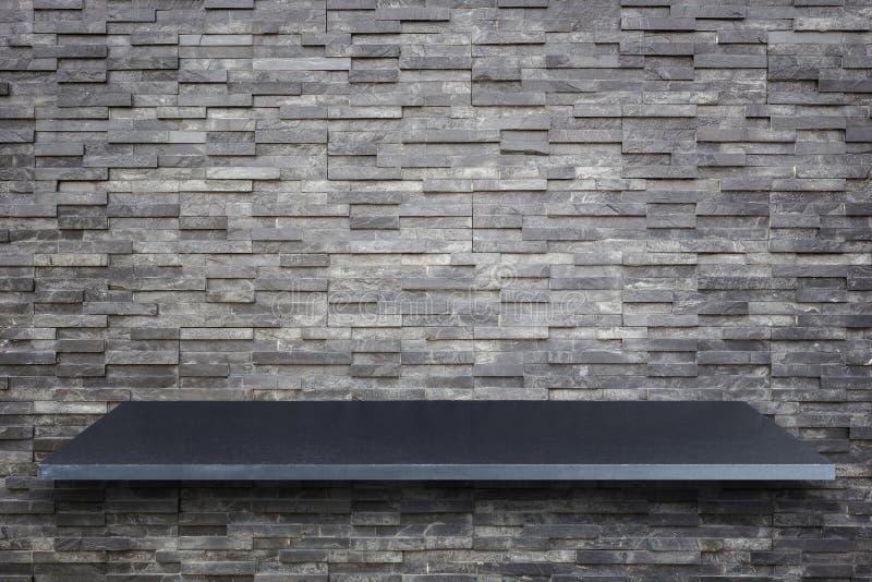 Pusty wierzchołek naturalny kamienia stół, kontuar odizolowywający na białych półdupkach lub zdjęcia stock