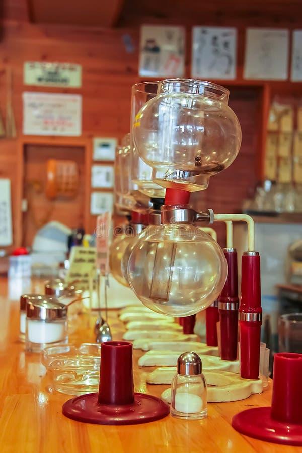 Pusty Yama spuszcza kawowego piwowara zdjęcia stock