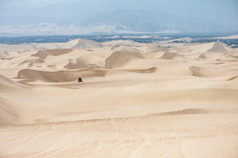 Pustynia w Huacachina, Peru Powozik w tle zdjęcia royalty free