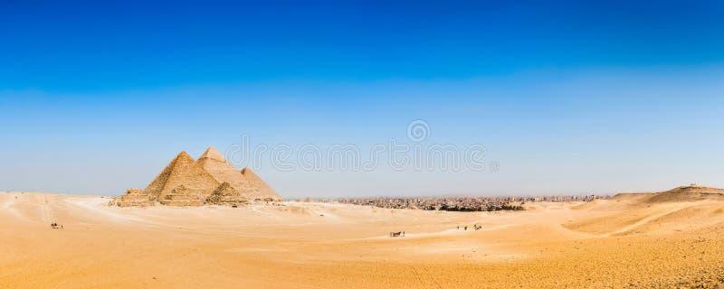 Pustynia z wielkimi ostrosłupami Giza fotografia stock