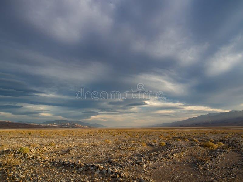 Pustynny krajobraz, Jałowi mieszkania - Śmiertelna dolina zdjęcie royalty free