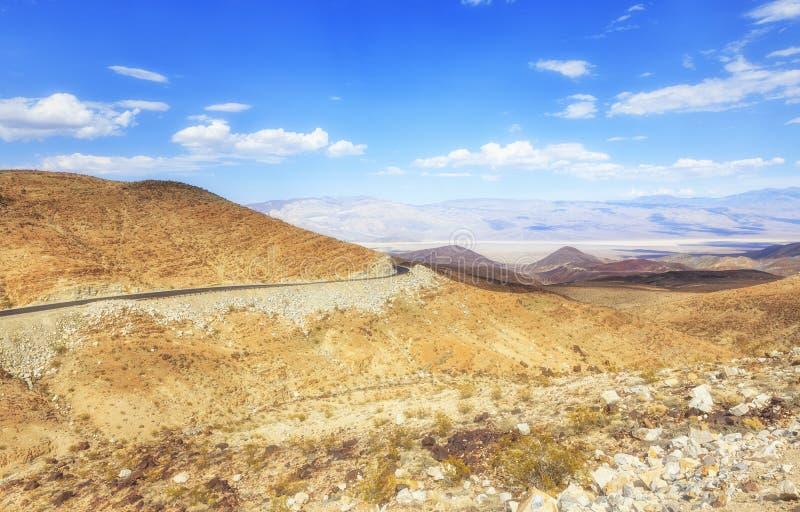 Pustynny widok Stare hiszpańszczyzny Wlec autostradę, Nevada, usa obraz stock