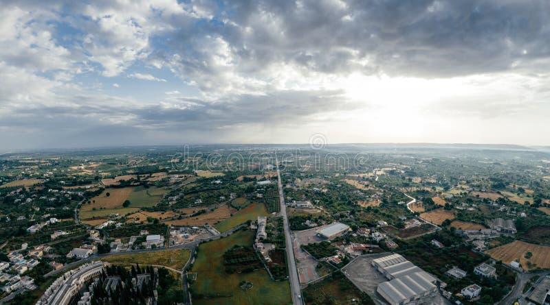 Putignano Apulia stadshus och vägar i Italien surrar fotoet för 360 vr royaltyfri bild