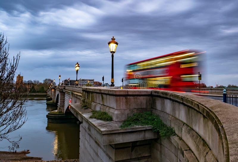 Putney bro och flodstrand i London arkivfoton