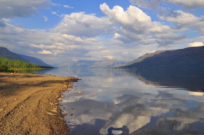 Putorana高原湖在夏天 免版税库存照片