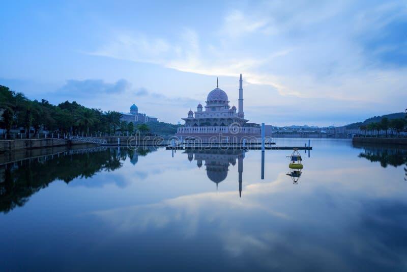 Putra meczet od nadjeziornego widoku zdjęcie stock