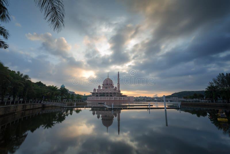 Putra meczet od nadjeziornego widoku zdjęcia royalty free