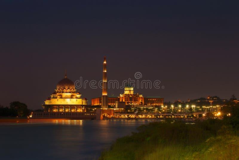 Putra Perdana和Putra清真寺 免版税库存图片