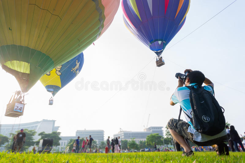 Download Hot Air Balloon Fiesta editorial photography. Image of fire - 30135322