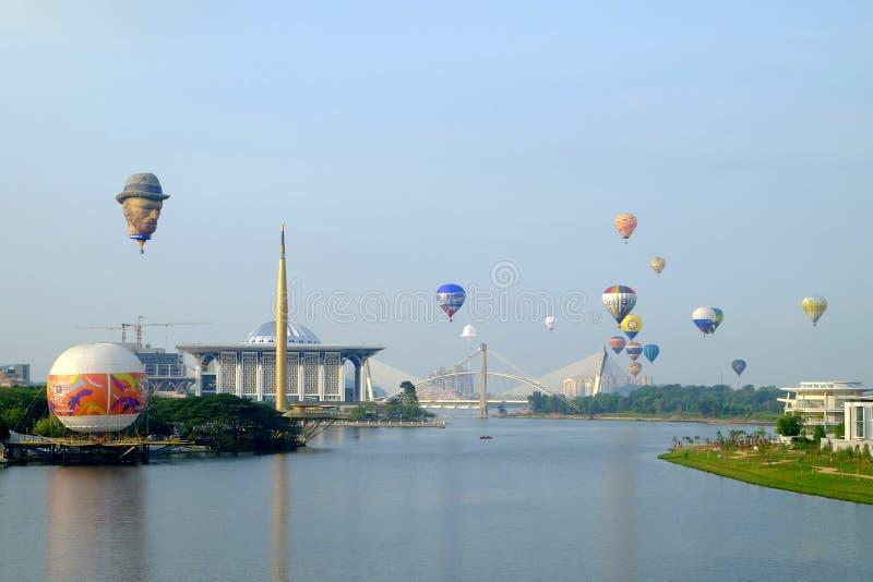 Putrajaya, Maleisië - Maart 12, 2015: 7de Internationale de Hete Luchtballon Fiesa van Putrajaya in Putrajaya, Maleisië stock foto's