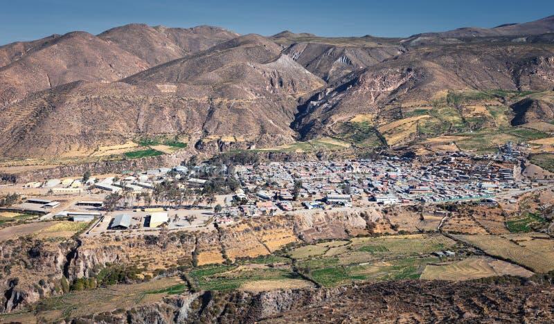 Putre,帕里纳科塔火山省的省会的全景,大约阿里卡和帕里纳科塔火山,智利 免版税库存图片
