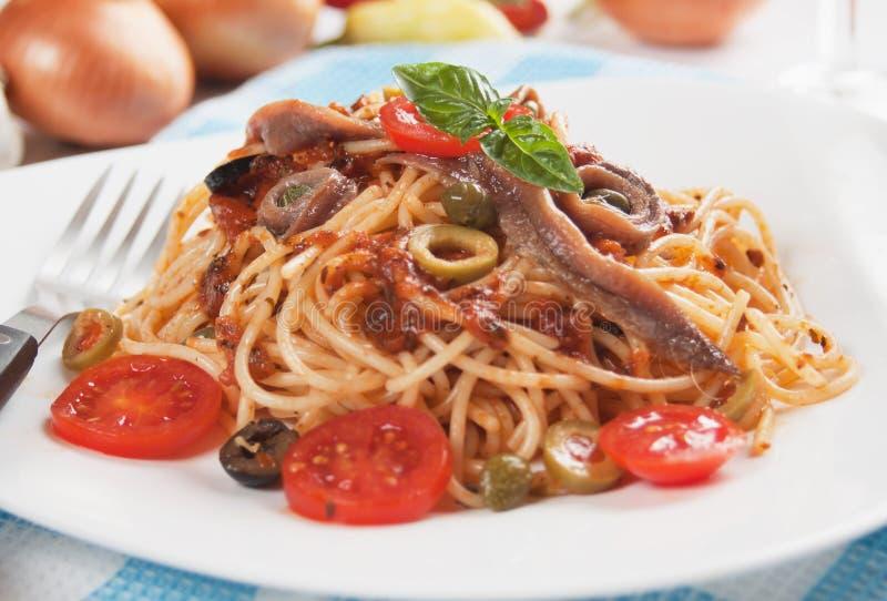 Puttanesca degli spaghetti immagini stock libere da diritti