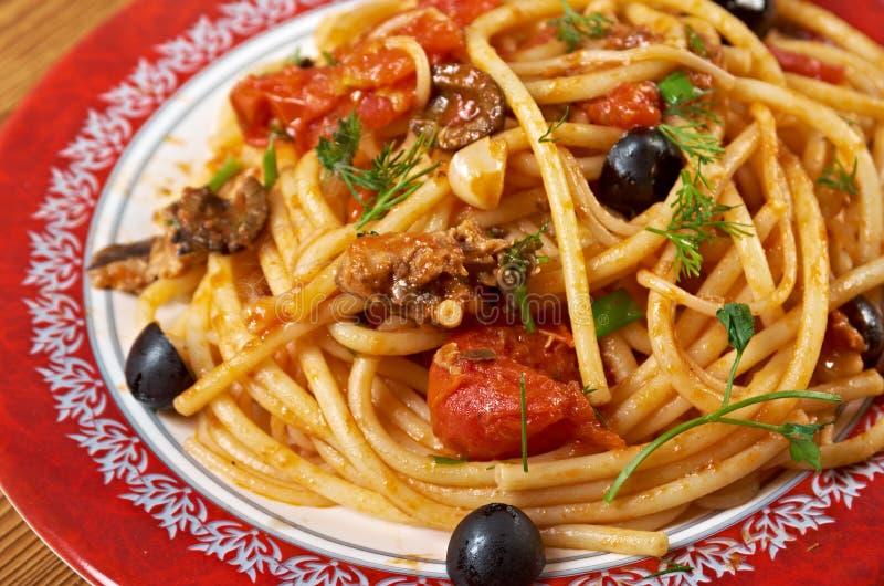 Puttanesca di alla degli spaghetti fotografia stock libera da diritti