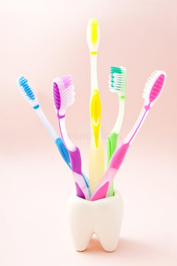 Download Putzen Sie Ihre Zähne Und Wählen Sie Ihre Farbe Aus Stockfoto - Bild von nachricht, lebensstil: 26361048