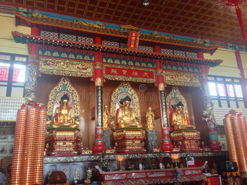 Puu Jih Shih Temple is een Boeddhistische die tempel bij de heuveltop van Tanah Merah bij Sandakan-Baai in Sandakan, Sabah, Malei stock foto's