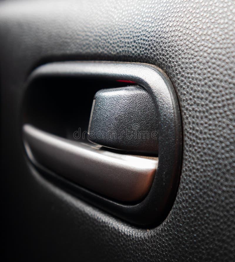 Puxador da porta do carro para a porta de abertura foto de stock royalty free