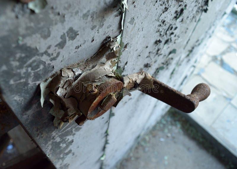 Puxador da porta oxidado imagens de stock royalty free