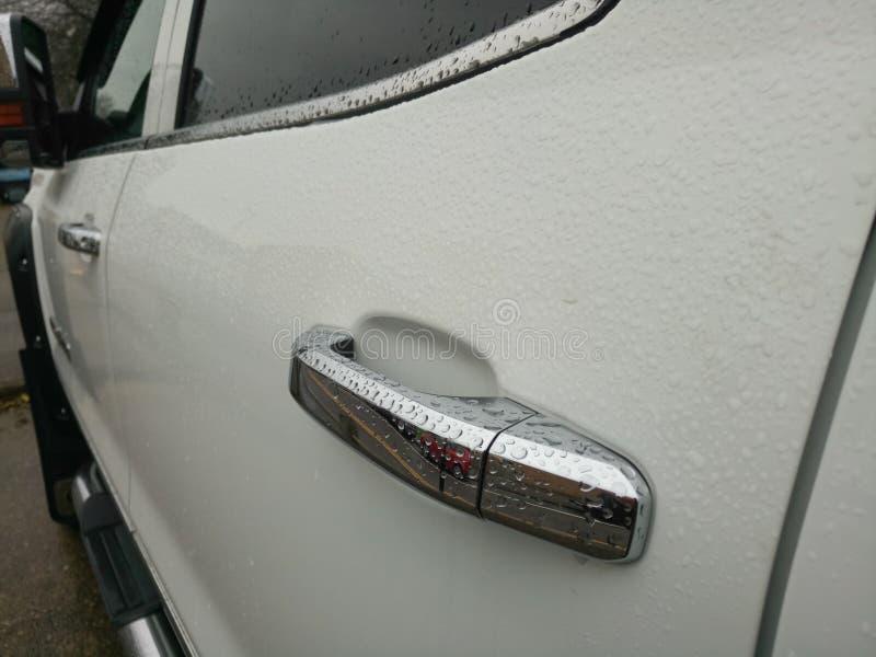 Puxador da porta pequeno de prata do carro foto de stock