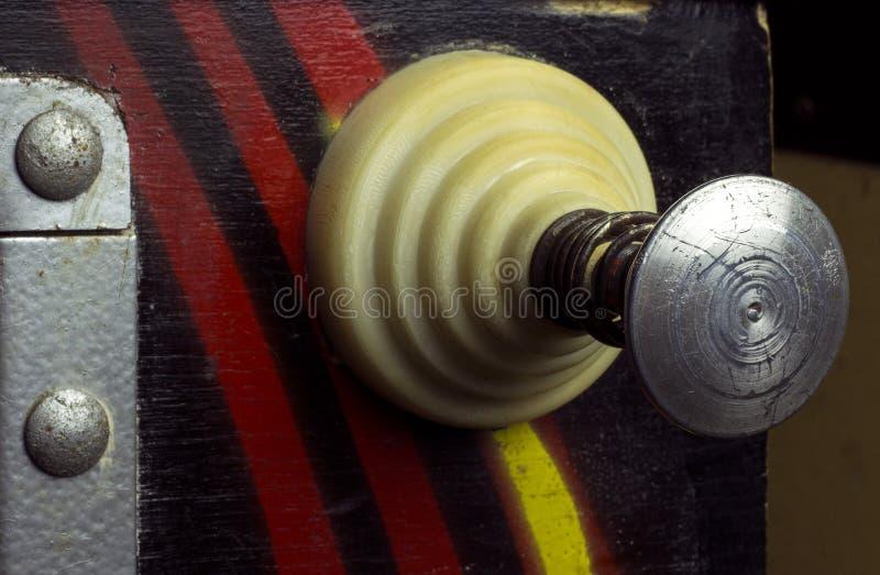 Puxe a alavanca de uma máquina de pinball do vintage foto de stock royalty free