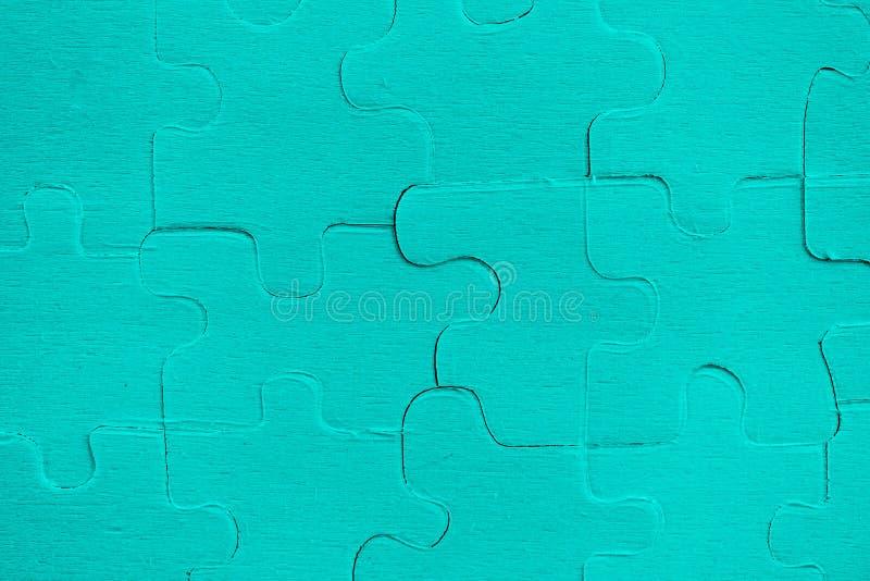 Puzzle - Blau von zackigen Stücken auf Beschaffenheitshintergrund stockbilder