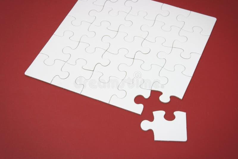 Puzzle denteux avec la partie manquante images libres de droits