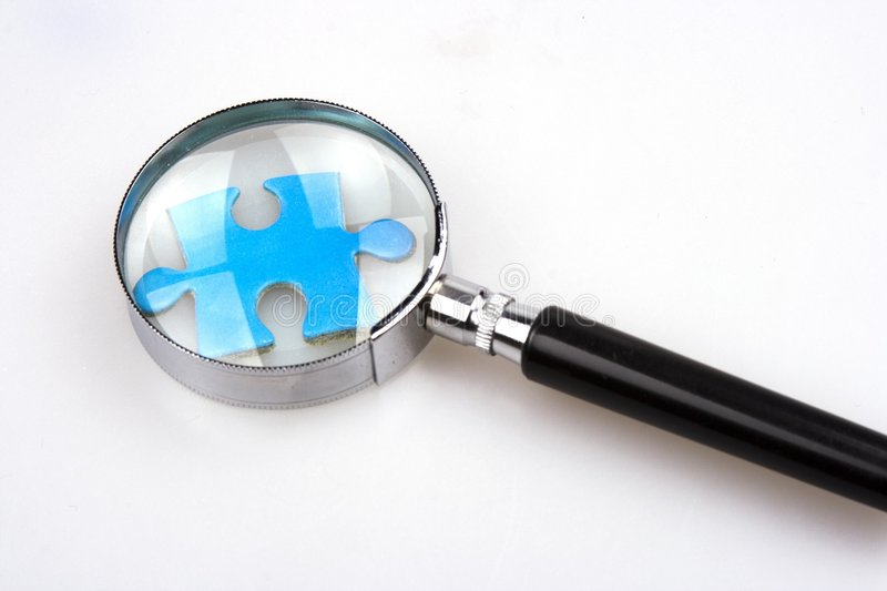 Puzzle denteux de agrandissement images stock