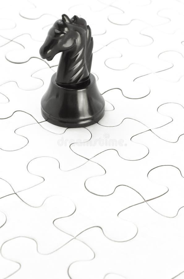 puzzle denteux noir de chevalier images libres de droits